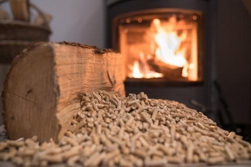 Poêle à pellets et poêle à bois, quel est le meilleur choix ?